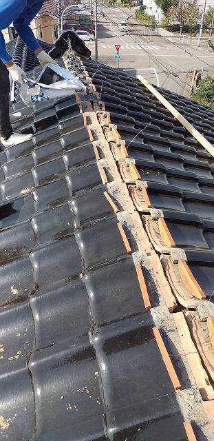 白山市千代野、築22年の住宅で雨漏りがあり大棟の取り替え工事をしました。