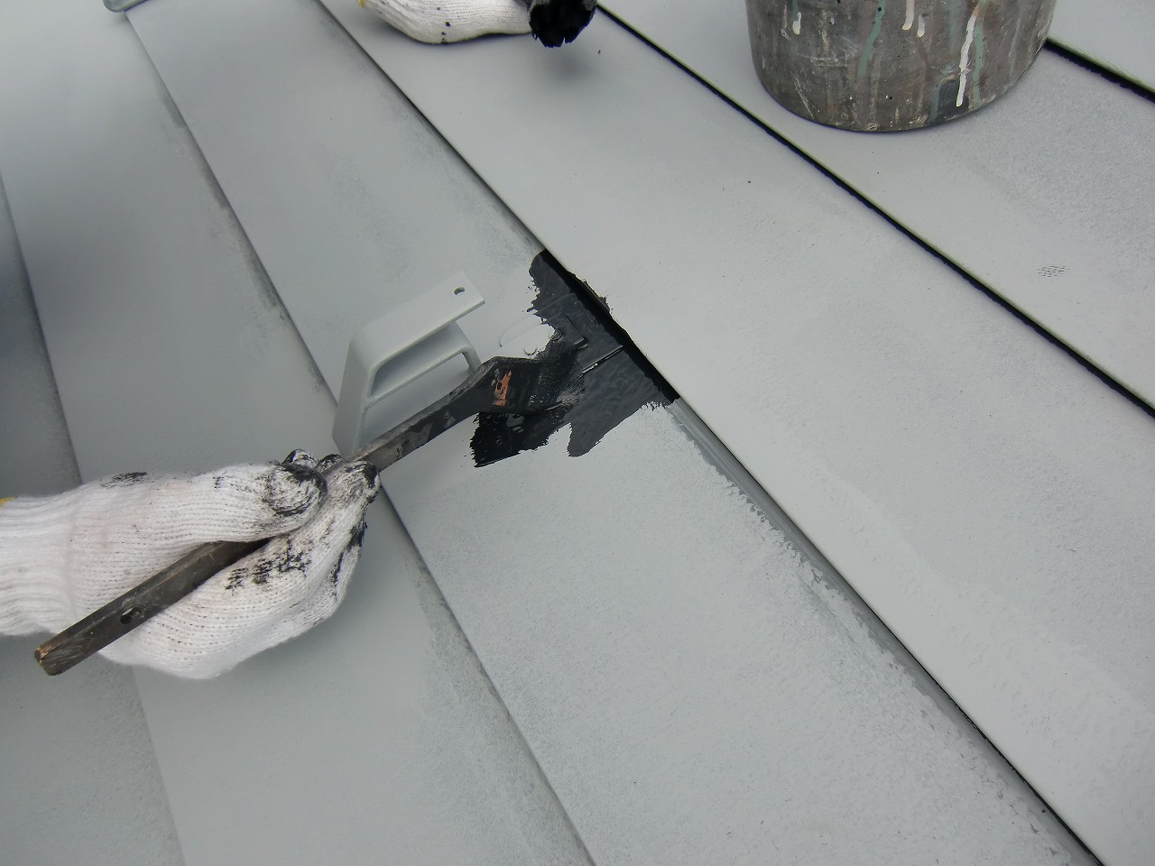 板金屋根上塗り中